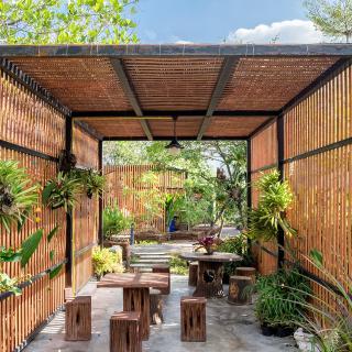 Réalisation construire bois Terrasse couverte très nature - Tarn