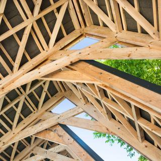 Réalisation construire bois Charpente à ouvertures décalées - Rennes